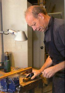 Henk te Hietbrink, strijkstokkenmaker